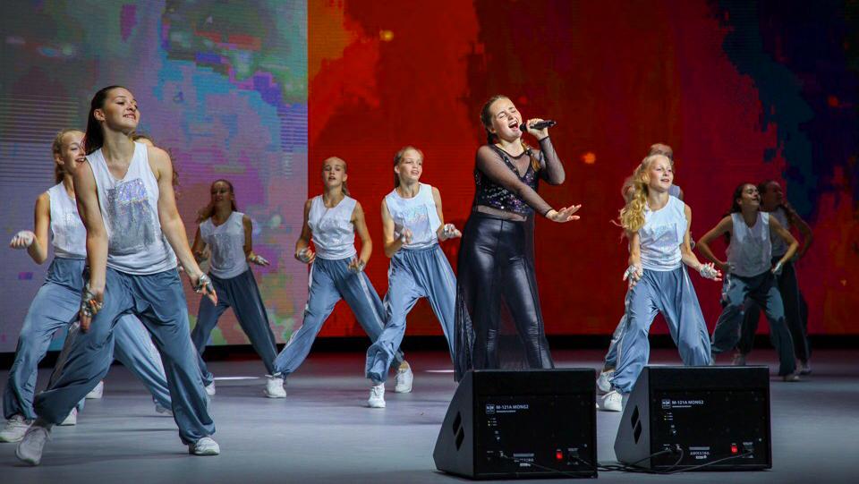 Диана Ерохина с песней Музыка сердца (olhanskiy.ru) на Песенке года 2018